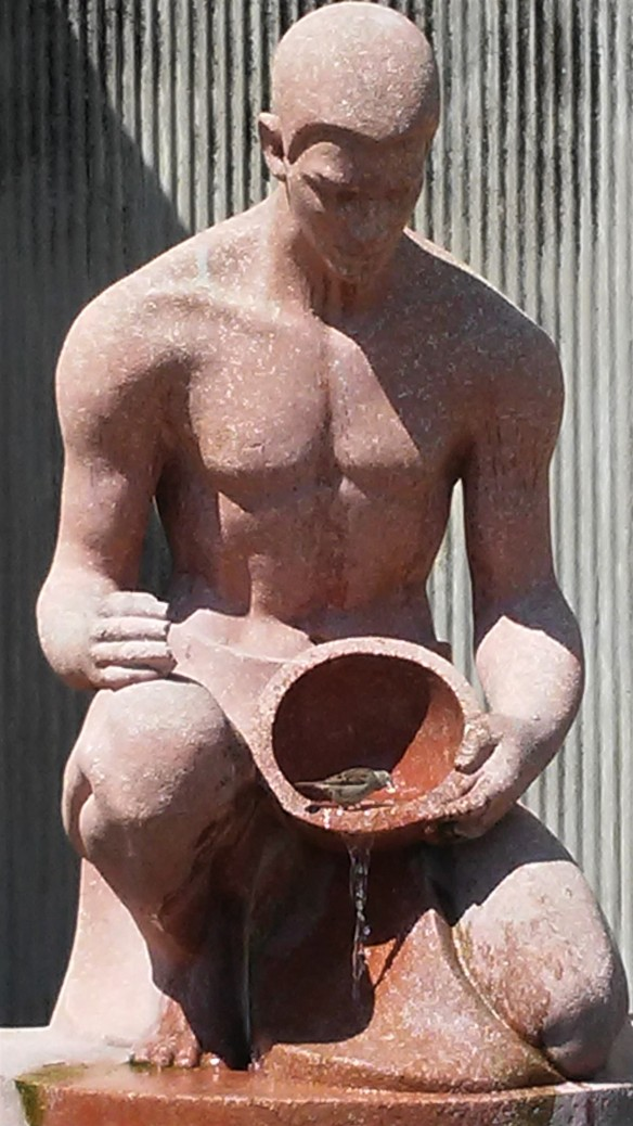 Sculpture with water basket (2)